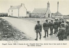 Février 1980. 5 heures du soir. Chapelle Saint-Yves, dernier face à face après le départ des mairies annexes. | Mérillon G.