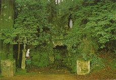 La grotte de Lourdes |