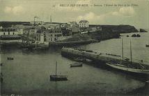 Sauzon, l'Entrée du Port et les Villas |