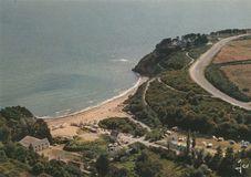 La plage du Moulin, le camping et la route touristique |