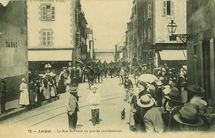 La Rue St-Pierre un jour de manifestation. |