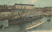 Vue sur le Port de Guerre. |