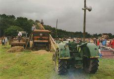 Tracteur et moissonneuse-batteuse. | Kervinio Yvon