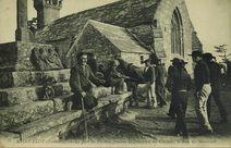 Le Jour du Pardon, pendant la Procession des Chevaux, le banc des Mendiants |