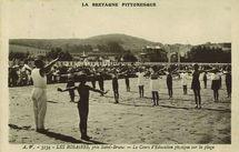 Les Rosaires, près Saint-Brieuc - Le Cours d'Education physique sur la plage  