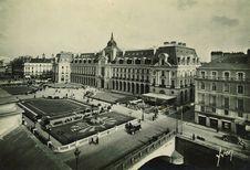Le Palais du Commerce et les Jardins sur la Vilaine |
