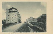 L'Hôspice du Petit saint Bernard, du côté de la France |
