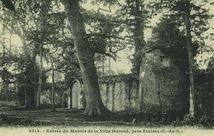 Entrée du Manoir de la Ville-Durand, près Etables |