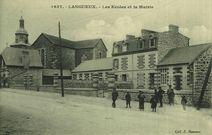 Les Ecoles et la Mairie |