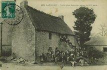 Vieille ferme Bretonne à perron du XIVe siècle |