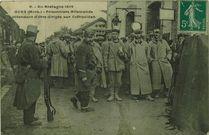 Prisonniers Allemands attendant d'être dirigés sur Coëtquidan |