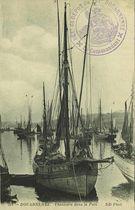 Thonniers dans le port |