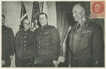 Collège Moderne et Technique de Reims: Réception de la délégation militaire soviétique par le general D. EISENHOWER. De gauche à droite, le Colonel Ivan ZNKOVITCH, le Lieutenant Ivan CHERMAOFF, l Major General Ivan SUSLAPAROFF et le General EISENHOWER. |