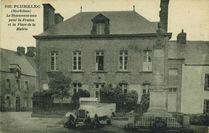 le Monument aux pour la France et la Place de la Mairie |