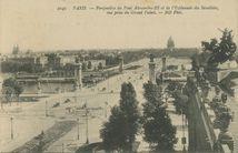 Perspective du Pont Alexandre-III et de l'Esplanade des Invalides, vue prise du Grand Palais | Neurdein