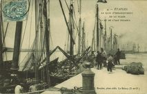 Le quai d'embarquement de la glace et de l'eau potable  
