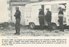 30 janvier 1980. Les dossiers sur la centrale nucléaire pour l'enquête d'utilité publique arrivés le matin même à Plogoff, sont brûlés l'après-midi sur la place de la mairie. 31 janvier au 14 mars 1980, les bureaux annexes de la mairie imposés par la pré | Mérillon G.