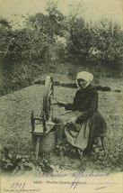 Vieille fileuse bretonne  