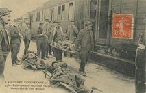Embarquement de soldats français blessés dans un train sanitaire |