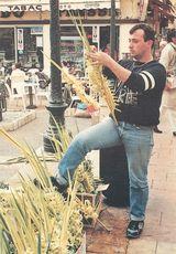 M. GARGUILI Marchand de rameaux Place aux Herbes à Menton |
