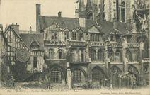 Vieilles Maisons Cour d'Albane |
