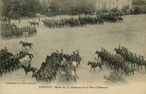 Revue du 2e Chasseurs sur la Place Nationale |