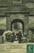 Vieille entrée sur la Place de la Basilique |