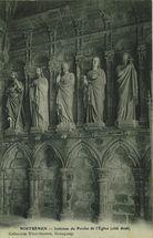 Intérieur du Porche de l'Eglise (côté droit) |