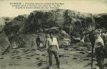 Vue prise dans les rochers de Port Bara pendant qu'on y tournait une scène de &quot |