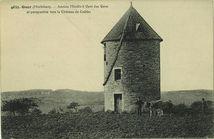 Ancien Moulin à Vent des Vaux et perspective vers le Château de Coëtbo |
