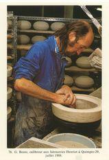 G. Bozec, calibreur aux faïenceries Henriot à Quimper-29, juillet 1988. | Kervinio Yvon
