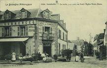 La Sortie de la Gare : au fond, l'Eglise Notre-Dame |
