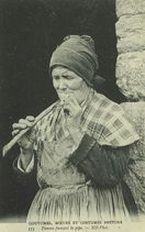 Femme fumant la pipe |