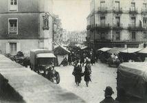 Place Saint-Emilien vers la rue Jeanne d'Arc. Avant 1930 |