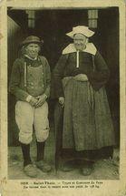 Types de costumes du Pays (La femme tient le record avec son poids de 158 kg) |