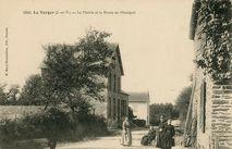 La Mairie et la Route de Montfort |