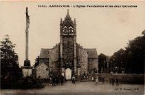 L'Eglise Paroissiale et les deux Calvaires |