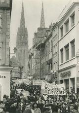 BRETAGNE, février 1980: démonstration à Quimper contre le projet de centrale nucléaire à Plogoff (Pointe du Raz)