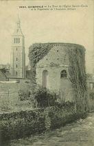 La Tour de l'Eglise Sainte-Croix et le Pigeonnier de l'Ancienne Abbaye |