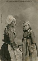 Fillette et femme de PLOUGASTEL-DAOULAS |