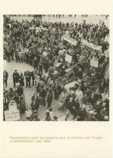 Manifestation avec les paysans pour le maintien des Forges d'HENNBONT. MAI 1966 | Chenu Jean