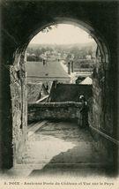 Ancienne Porte du Château et Vue sur le Pays | Caron