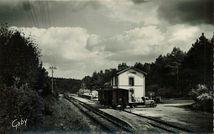 Lambel-Camors. La Gare - Déchargement d'un wagon |