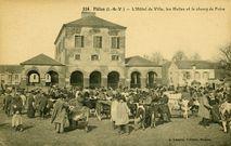 L'Hôtel de Ville, les Halles et le champ de Foire |