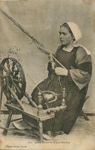 Jeune Fileuse de St-Jean-Brévelay  