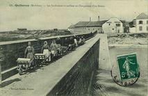 Les Sardinières travaillant au Chargement d'un Bateau |