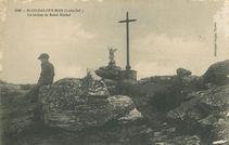 La statue de Saint-Michel |