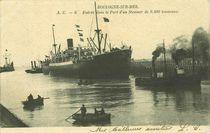 Entrée dans le port d'un steamer de 9400 tonneaux |
