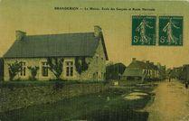 La Mairie, Ecole des Garçons et Route Nationale |
