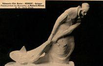 Femme portant des Roussettes, de Mathurin Méheut H.35 - Socle 39 X 12 |